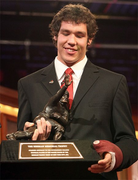 USA Today photo of Sam Bradford with his Heisman Trophy
